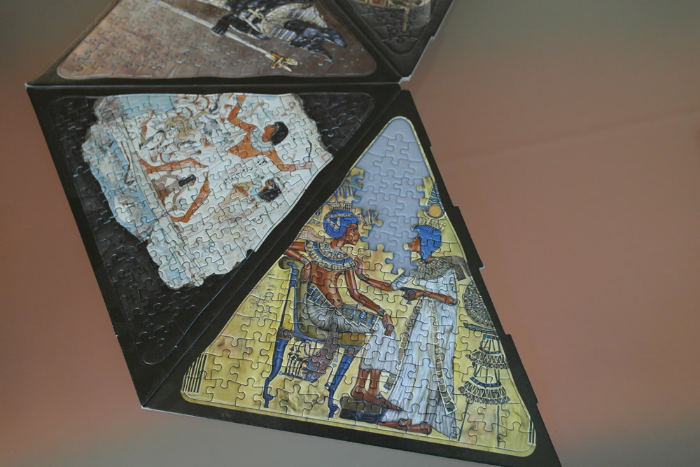 Der Bogen der Puzzlepyramide wird mit Teilchen gefüllt.