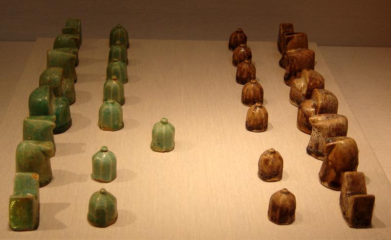 Iranisches Schachset aus dem 12. Jahrhundert (Quelle: https://commons.wikimedia.org/wiki/File:Shatranj.jpg)